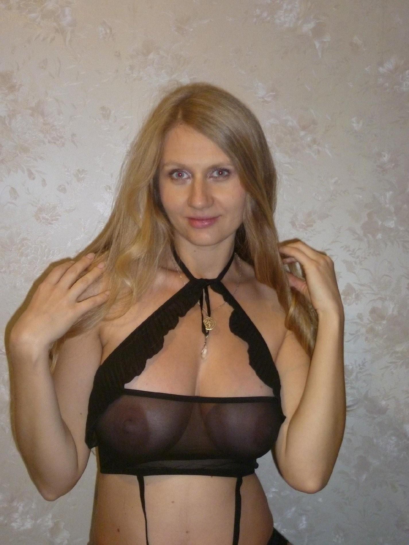 У девушки маленькая грудь и большие соски 18 фотография