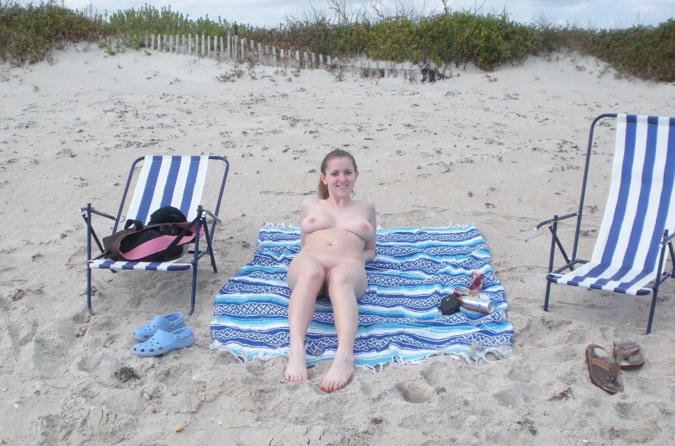 Сиськи на пляже рассказ 17 фотография